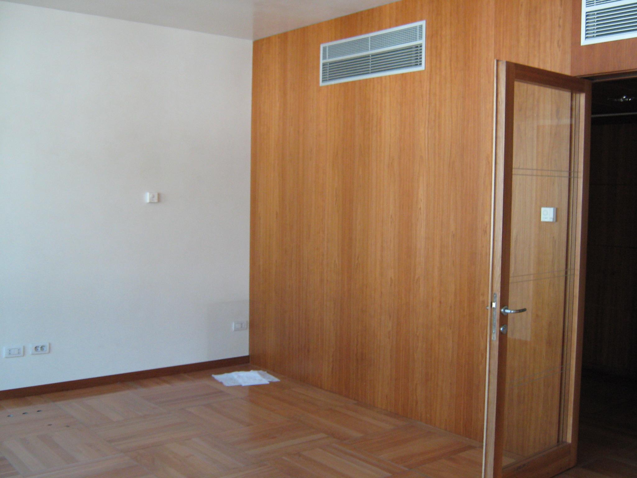 4. Disposizione a parete di impianto di condizionamento su tramezzo rivestito in legno: stato di fatto.