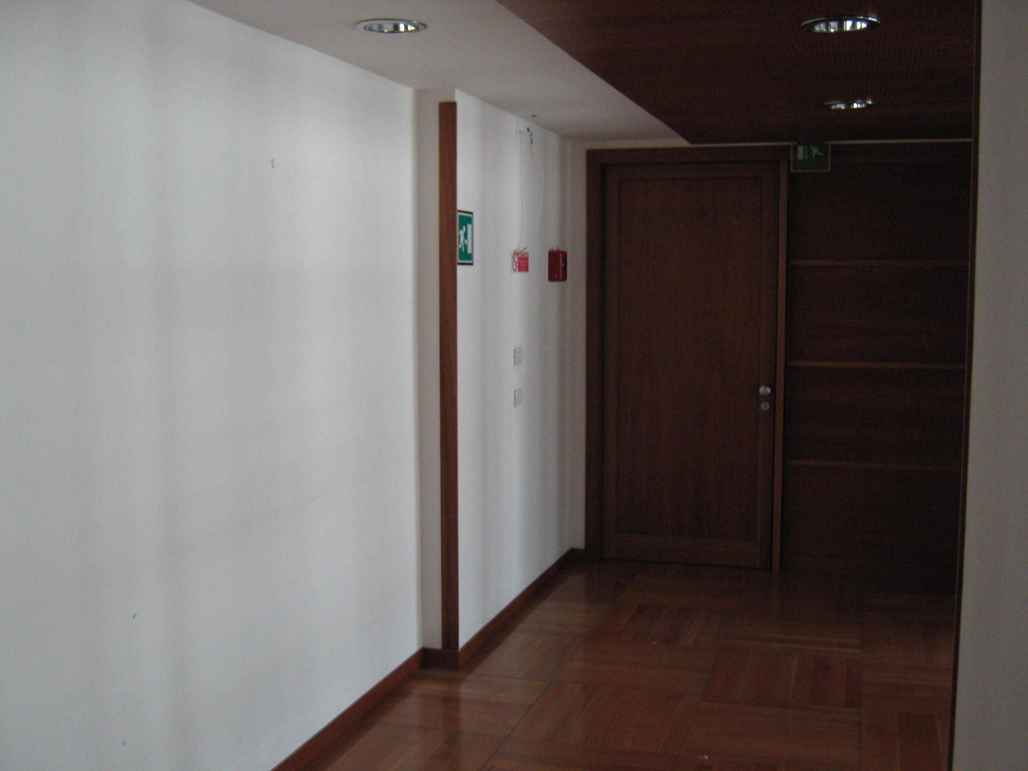 5. Locale corridoio con illuminazione led a soffitto: stato di fatto.