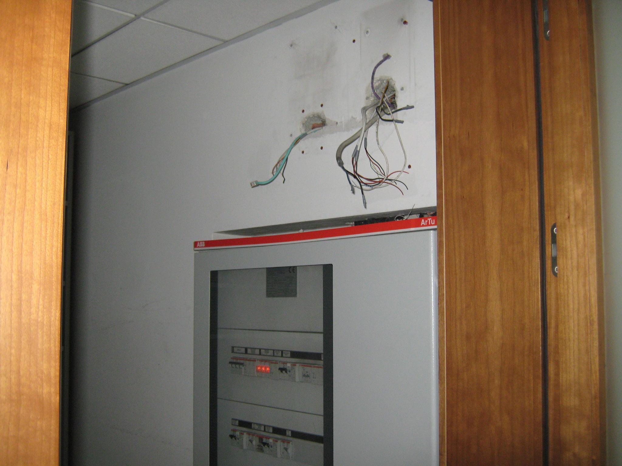 7. Quadro elettrico alloggiato nel ripostiglio: stato di fatto.
