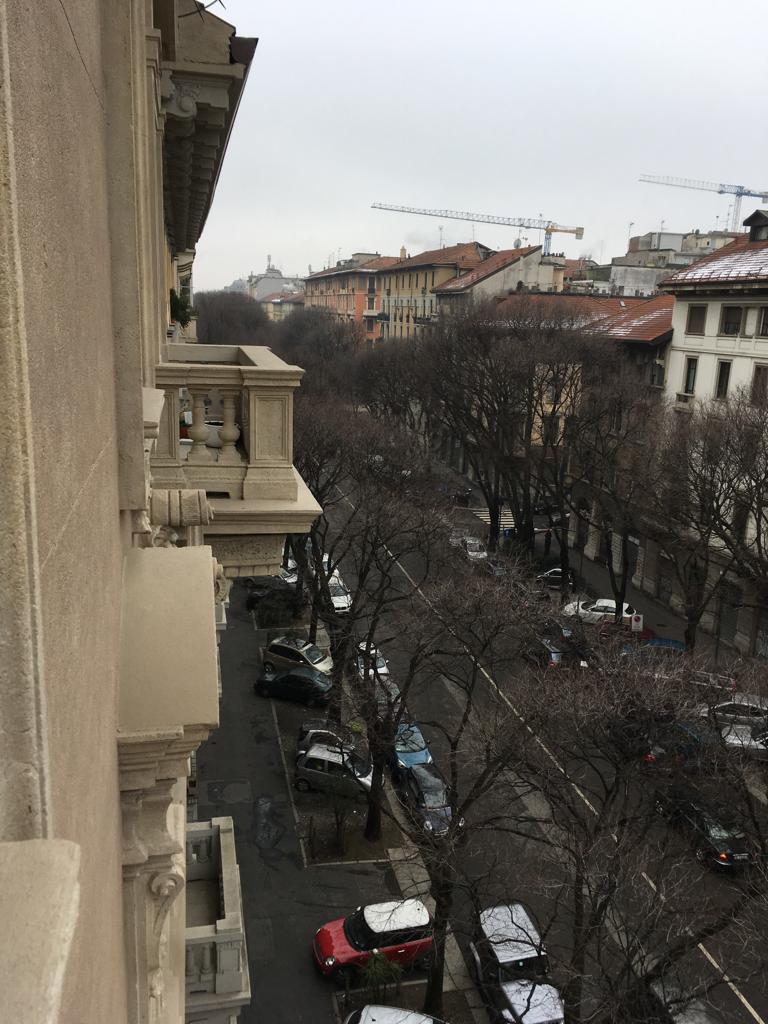 2. Vista esterna di balcone con balaustre: stato di fatto.
