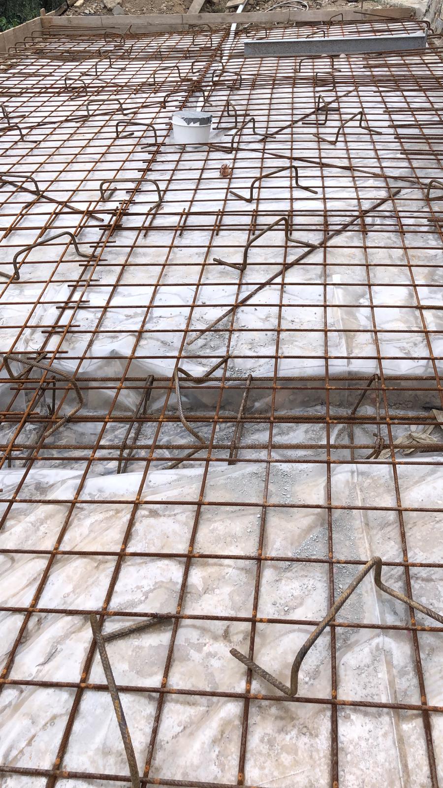 34. Platea di fondazione con rete elettrosaldata: lavori in corso.
