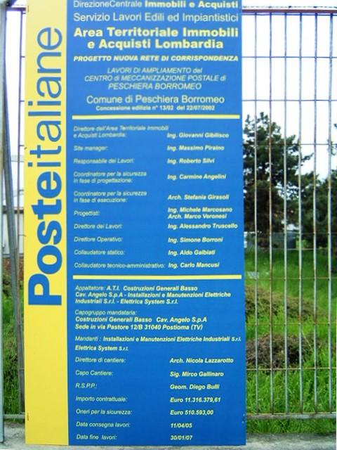 3. Allestimento cartellonistica di cantiere su recinzione metallica per lavori di ampliamento del centro di meccanizzazione postale di Peschiera Borromeo: lavori in corso.