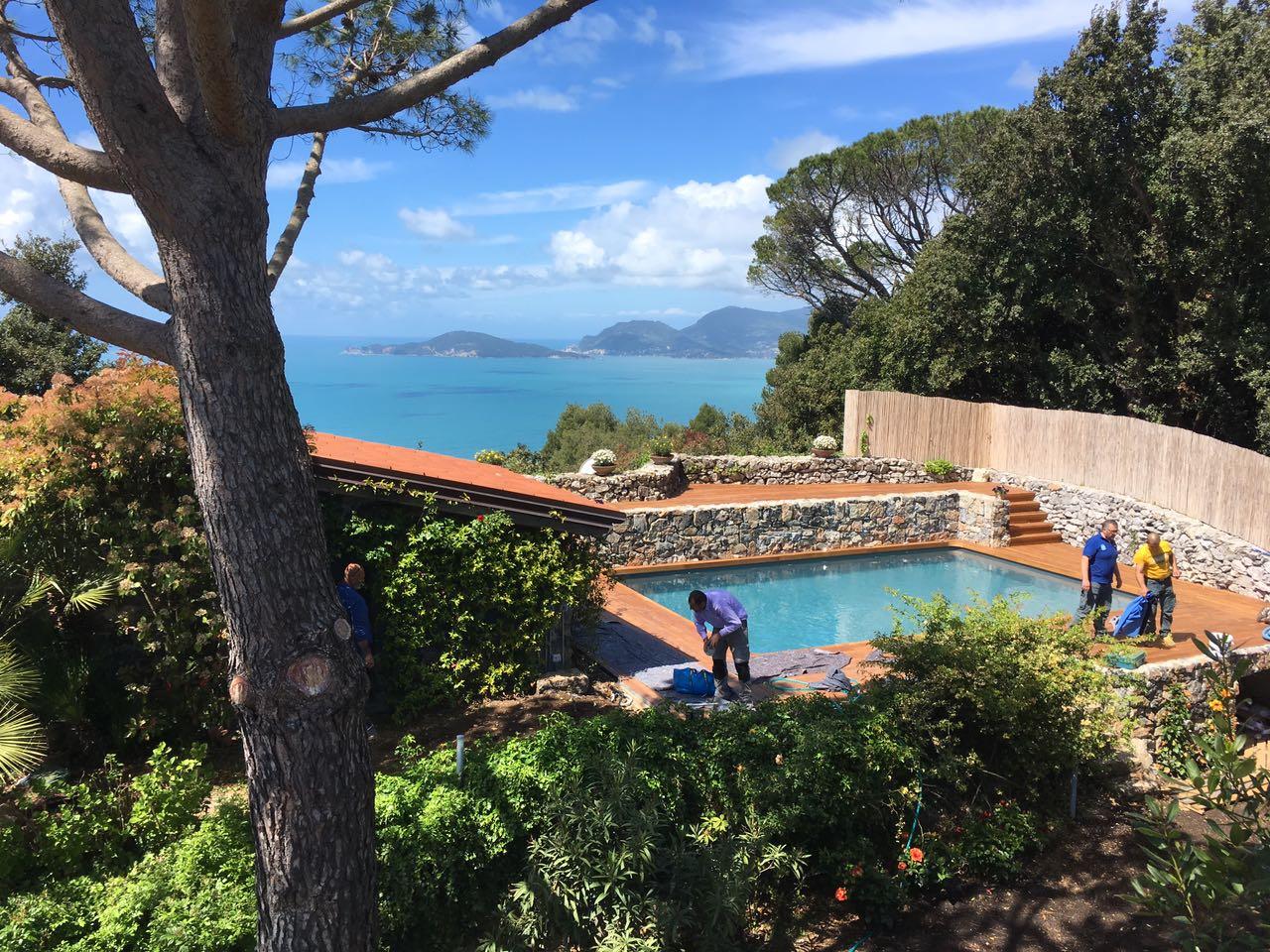 4. Realizzazione piscina interrata scoperta, vista con panorama lato mare: lavori ultimati.