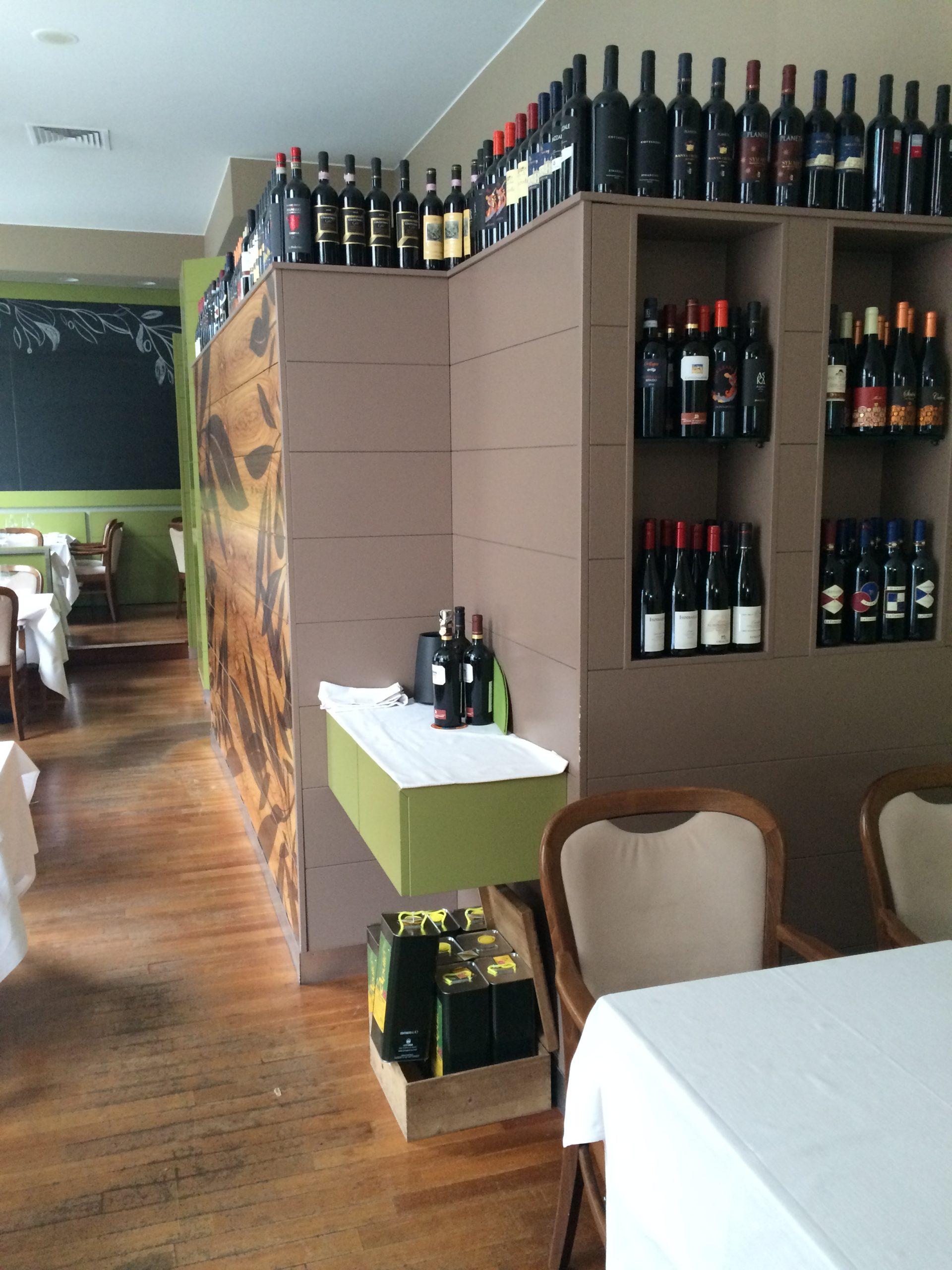 5. Particolare sala ristorazione degustazione vini con pavimento in doghe di legno disposte a cassero regolare: stato di fatto.