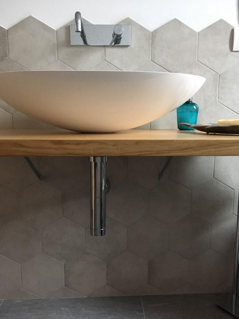 5. Vista interna bagno lato lavandino: lavori ultimati.