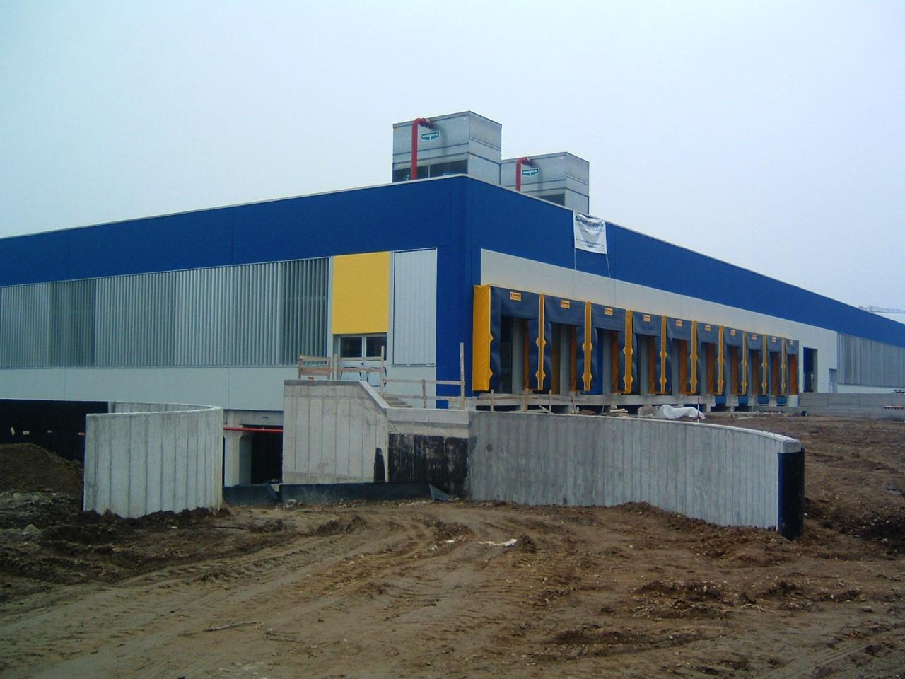 6. Centro di meccanizzazione postale, completamento elementi di tamponamento di facciata, rampa in corso d'opera: lavori in corso.