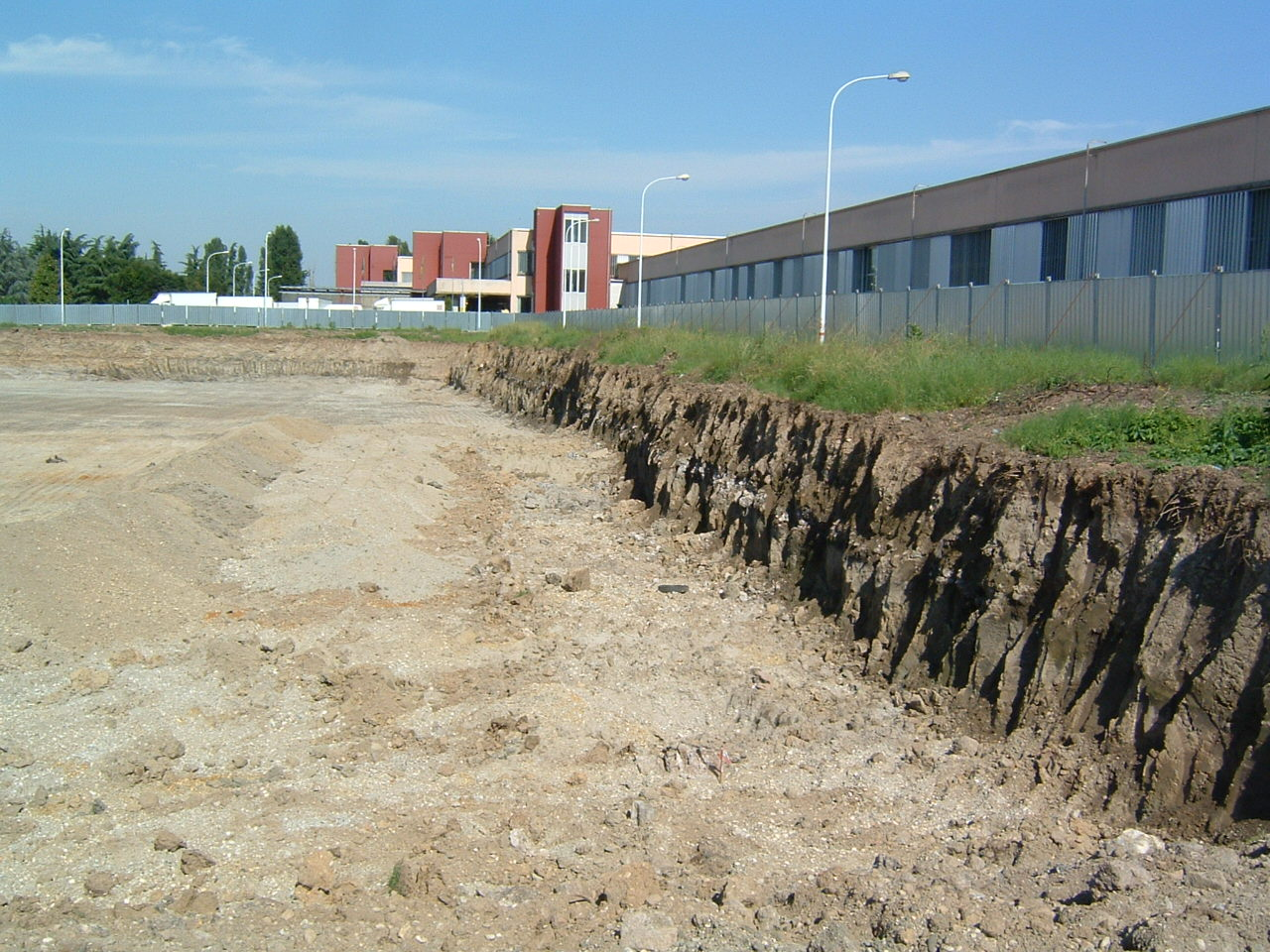 1. Opere di scavo e reinterri terreno: lavori in corso.