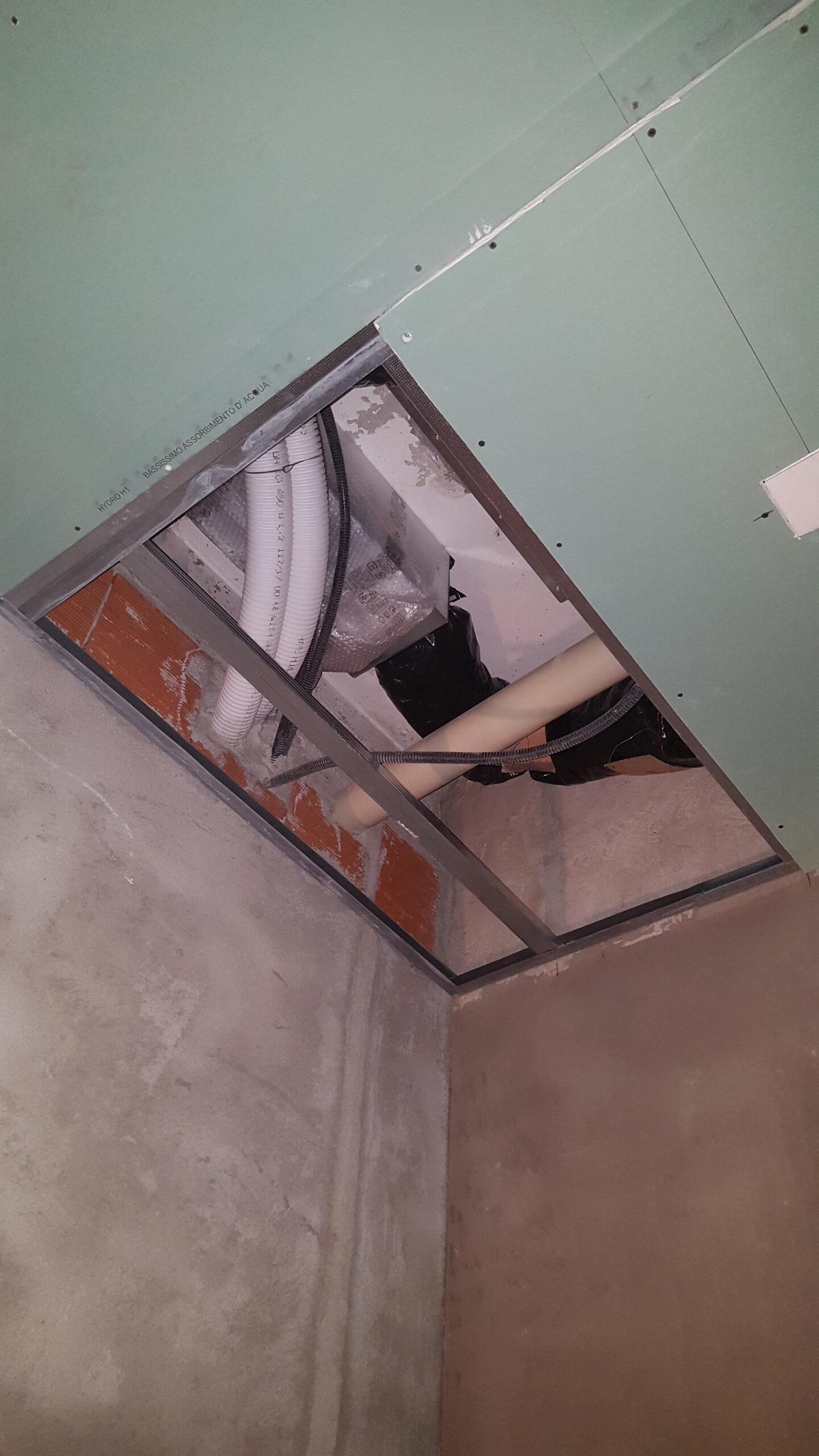 1. Alloggiamento tubazioni di impianti a soffitto: lavori in corso.