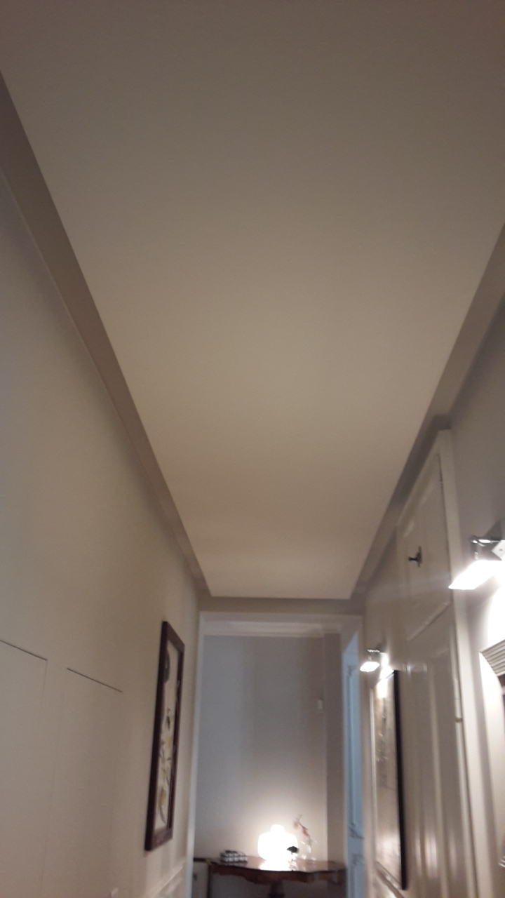 11. Soffitto con gola luminosa perimetrale di cartongesso: lavori ultimati.