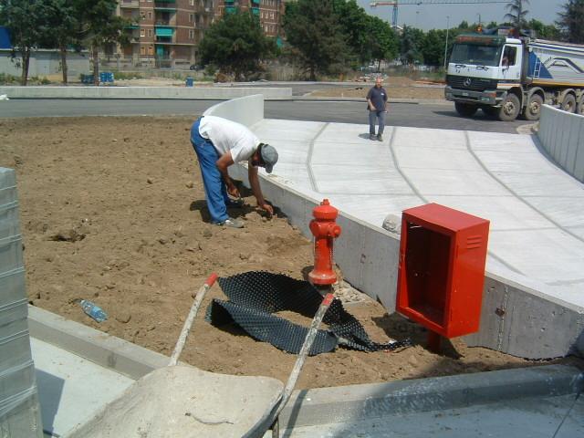 12. Realizzazione della rampa di accesso: lavori in corso.