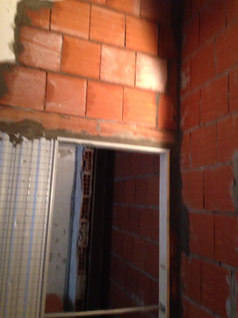 3. Allacciamento tubazioni ad impianto di ventilazione meccanica controllata: lavori in corso.