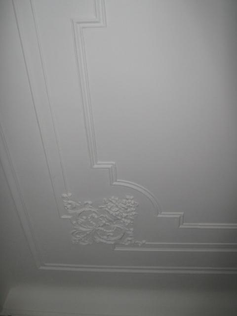 18. Restauro e riproduzione con stampo in resina di cornice  soffitto in gesso del 1920: lavori ultimati.
