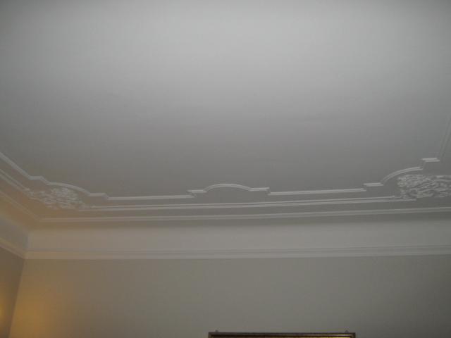 19. Restauro e riproduzione con stampo in resina di cornice  soffitto in gesso del 1920: lavori ultimati.