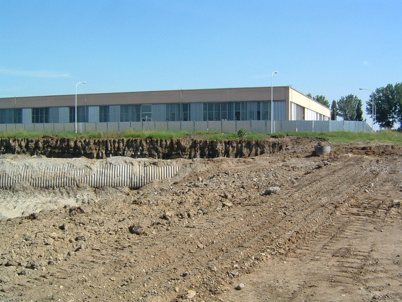2. Opere di scavo e reinterri terreno: lavori in corso.