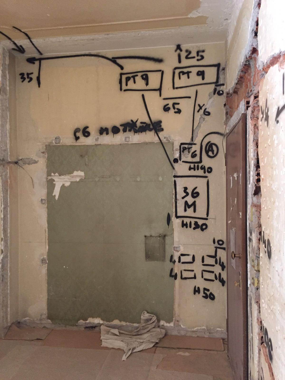 2. Predisposizione tracciamenti impianto elettrico: lavori in corso.