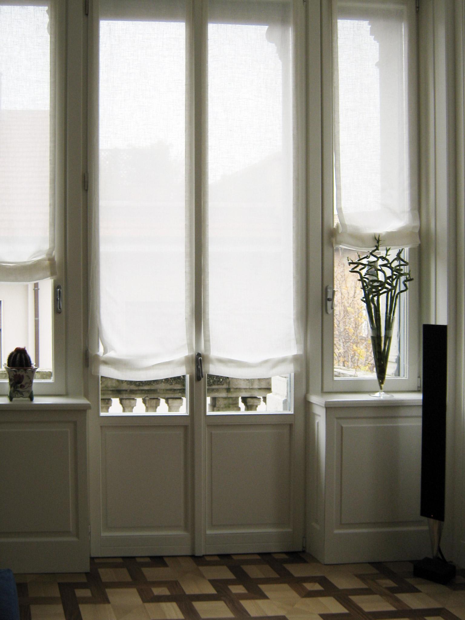 2. Restauro serramenti in legno e vetro con integrata boiserie: lavori ultimati.