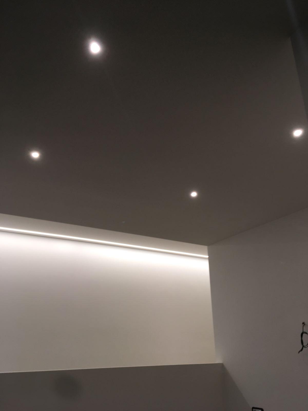 21. Illuminazione ad incasso su controsoffitto in cartongesso: lavori ultimati.