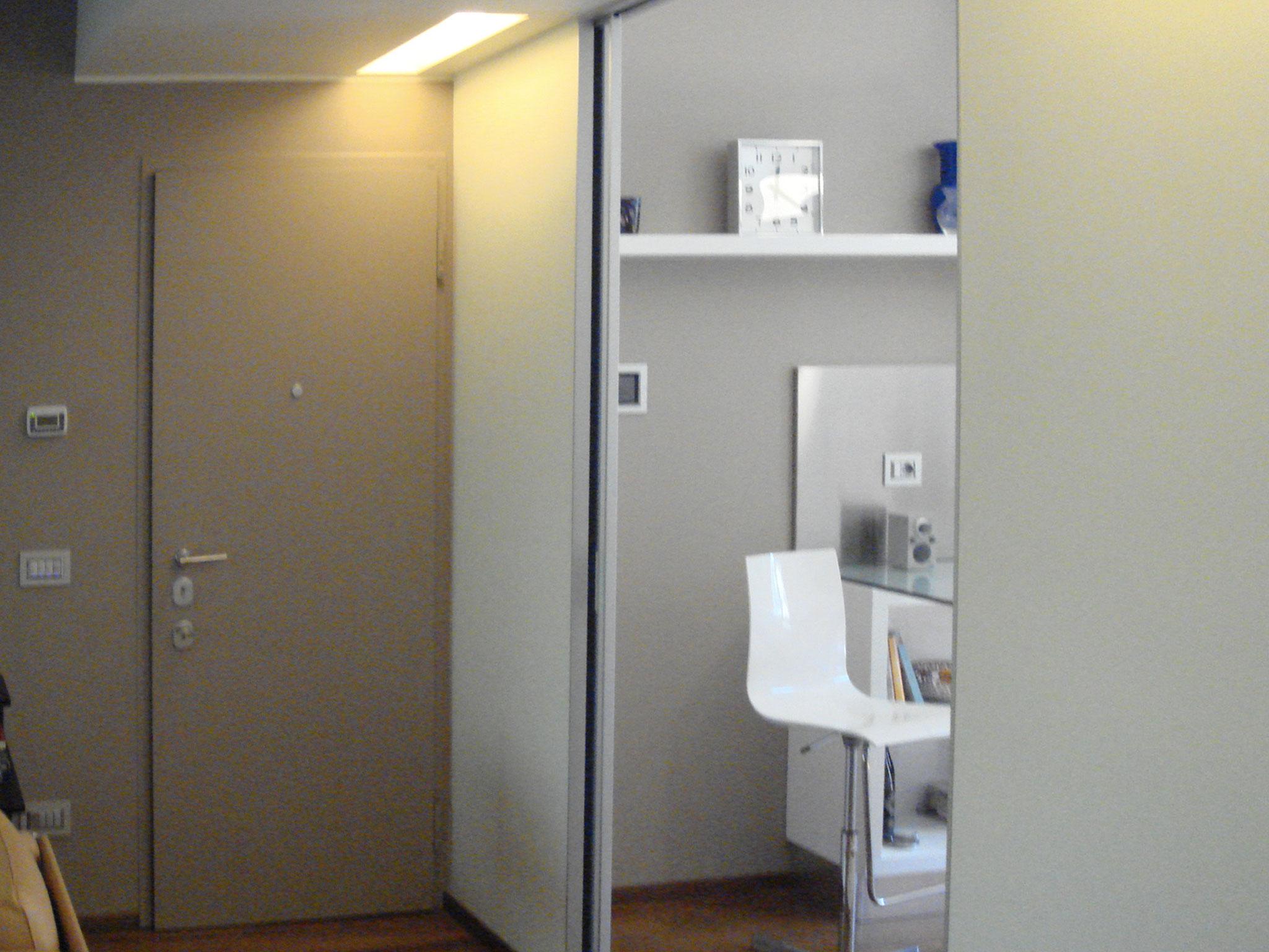4. Installazione di porta scorrevole Rimadesio in telaio doppio Scrigno Essential: lavori ultimati.
