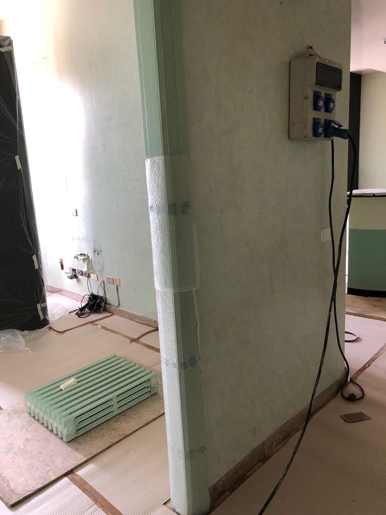 4. Rimozione di radiatori in ghisa esistenti: lavori in corso.