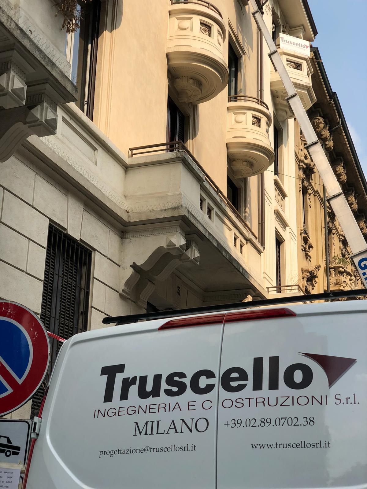 4. Particolare furgoncino dell'impresa edile Truscello Srl: lavori in corso.