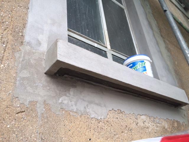 5. Ripristino di davanzali finestre in calcestruzzo: lavori in corso.