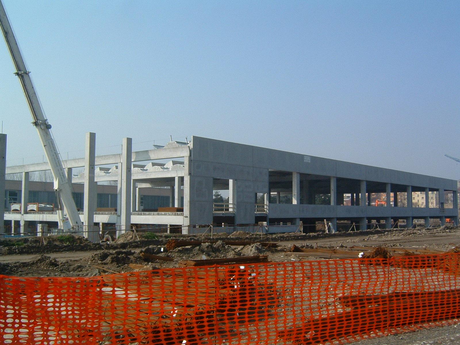 7. Costruzioni delle murature perimetrali: lavori n corso.