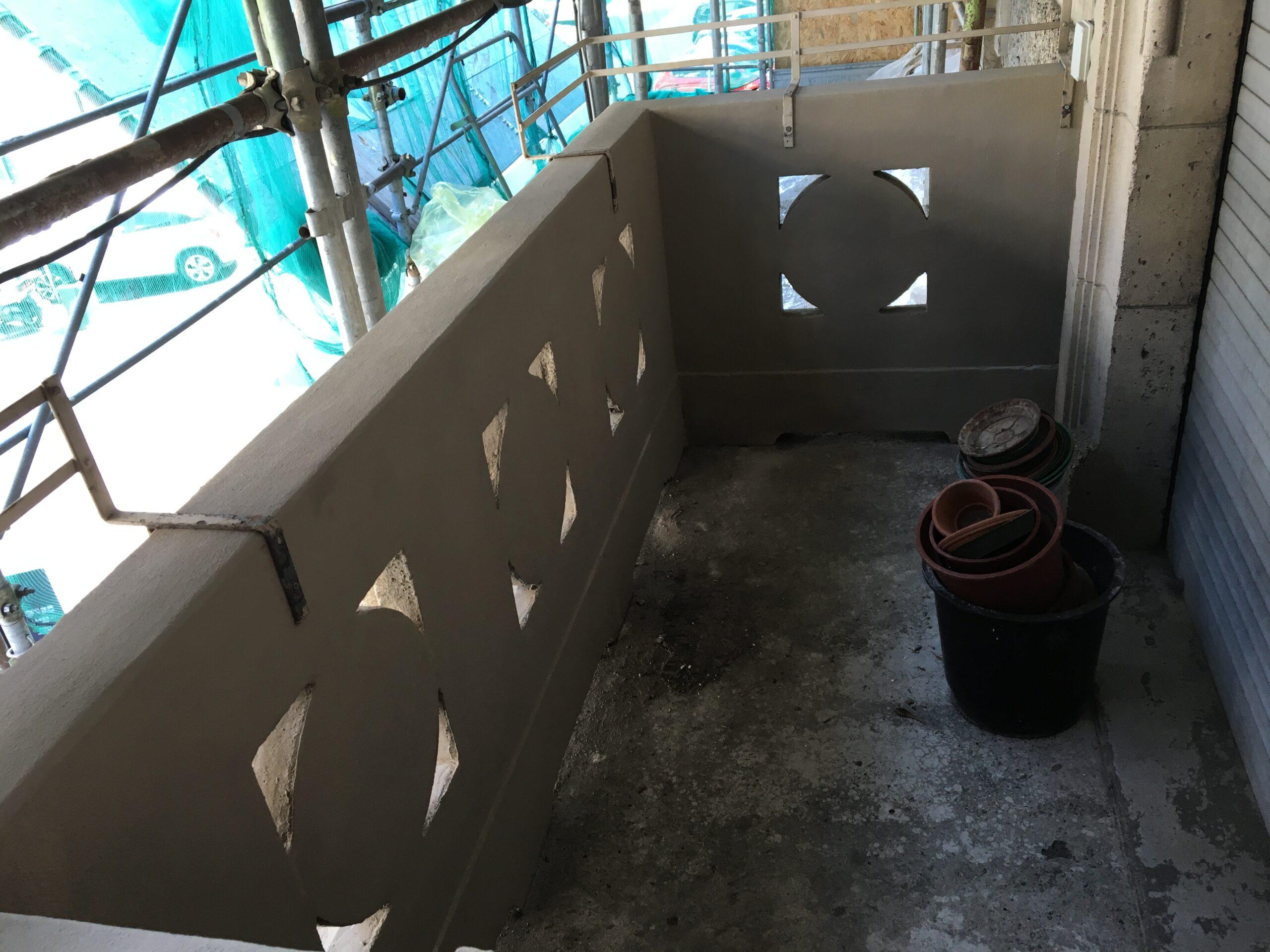 9. Parapetto in calcestruzzo armato vista lato interno: lavori in corso.