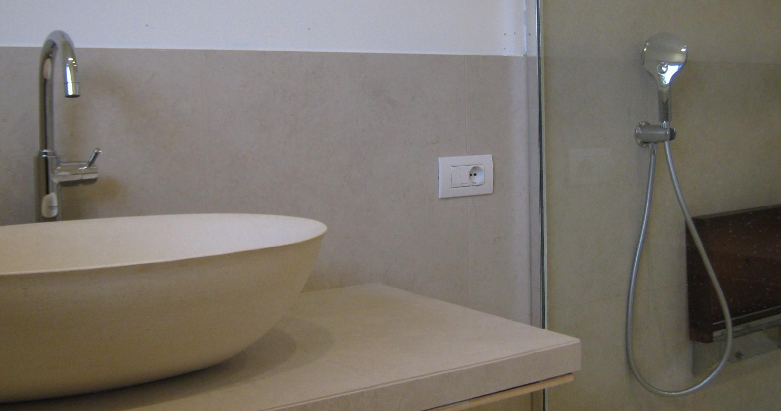 9. Particolare ciotola – lavabo in pietra: lavori ultimati.